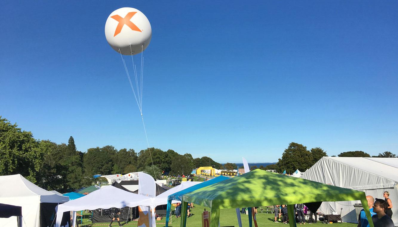 Ballonreklamer viser kunderne vejen til din placering
